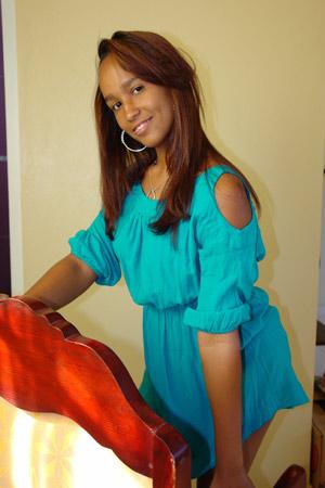Chiffre Nr. 0524 - Adriana V. ist 22 Jahre